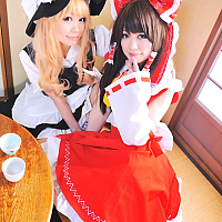 reimu_and_marisa_cosplay__3_by_shiizuku-d5yvea3